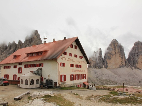 Rifugio A. Locatelli hut and Lavared peaks
